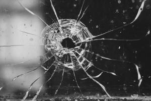 В мае этого года злоумышленники под видом медработников проникли квартиру, связали хозяйку и похитили деньги и ценные вещи.