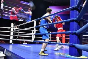 В самарском спорткомплексе «МТЛ-Арена» стартовала вечерняя программа чемпионата России по боксу среди мужчин.