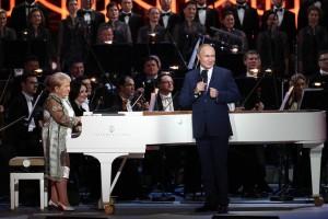 Российский лидер заявил, что музыка Пахмутовой сопровождает по жизни целые поколения соотечественников и уже стала народной.
