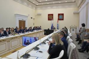 Глава региона провел оперативное совещание с членами правительства и главами муниципалитетов в режиме ВКС.