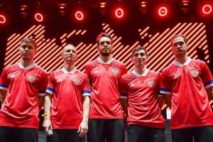 Новая форма Adidas национальной команды, выпущенная к чемпионату Европы, вызвала много критики в Сети из-за перевёрнутого флага на рукавах.
