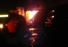 В Самарской области ночью тушили крупный пожар на 440 кв. м