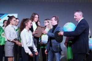 Во время визита Владимир Бурматов познакомился с успешными социально-экологическими практиками региона, пообщался со студентами профильных вузов.