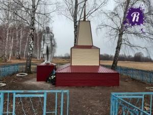 Вместо того, чтобы восстановить монумент, его попросту обнесли сайдингом.