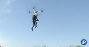 53-летний фермер из Ухани, что в провинции Хубэй, собрал это средство передвижения, потратив около 90 000 рублей.