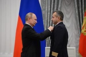 Командир А321 Дамир Юсупов уже вернулся к полётам, второй пилот Георгий Мурзин продолжает лечение из-за ушибов груди.