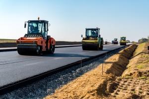 В 2019 году подрядные организации приступили к ремонту 15-ти из 86 участков дорог следующего года.