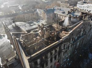 Разбор завалов в сгоревшем доме № 25 по улице Троицкой продолжается. Работает 37 единиц техники и 170 человек.