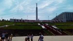 Пока театр планирует провести фестиваль оперного искусства площадке у склона площади Славы, где есть готовый амфитеатр.