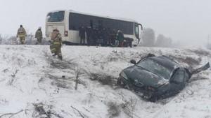 На трассе в Самарской области легковушка влетела в автобус с людьми