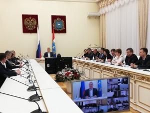 Вице-губернатор провёл в режиме видеоконференции совещание с главами городских округов и муниципальных районов.
