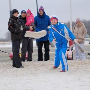 Вместе со своими семьями они осмотрели площадки и приняли активное участие в их работе.