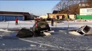 В Приморье 30 автомобилей провалились под лед и утонули
