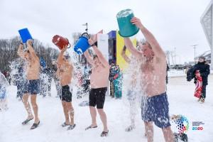 47 смельчаков собрались этим утром, чтобы испытать себя на морозоустойчивость и проявить силу воли