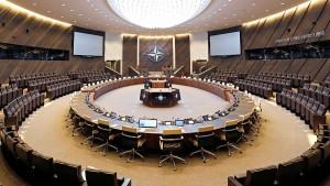 Члены НАТО планируют обсудить происходящее в регионе после убийства иранского генерала Касема Сулеймани.