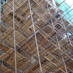 В центре Москвы обрушились строительные леса