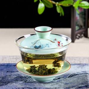 Люди, регулярно пьющие зеленый чай, меньше подвержены риску сердечно-сосудистых заболеваний и в целом живут дольше.