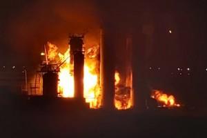 Площадь пожара на промышленном объекте составила, по предварительным данным, не менее 1 тыс. кв. м.