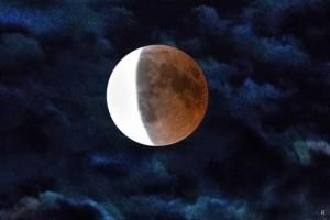 Его пиковая фаза придётся на 22:10, южный край спутника Земли погрузится в тень.