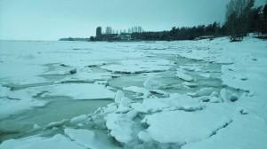 В Самарской области из-за слабого льда сложно найти места для крещенских купаний
