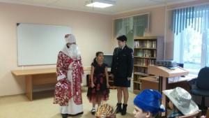 Ребята были очень рады встрече с правоохранителями, маленькие воспитанники школы с удовольствием рассказывали стихи Деду Морозу, участвовали в конкурсах.
