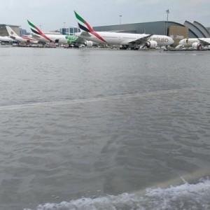 Дожди остановили работу аэропорта Дубая