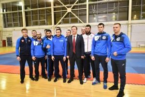 Дмитрий Азаров посетил физкультурно-оздоровительныйкомплекс «Союз», расположенный на бульваре Кулибина в Автозаводском районе Тольятти.