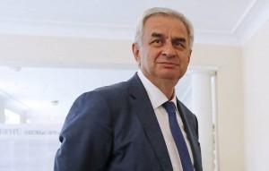Вице-президент Абхазии Беслан Барциц подтвердил отставку Хаджимбы во имя сохранения стабильности в стране.