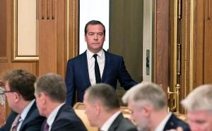 Премьер-министр Дмитрий Медведев объявил об уходе правительства в отставку в полном составе.