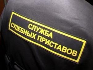 Судебные приставы взыскали с фирмы долг перед ресурсоснабжающей организацией в 185 тысяч рублей На ее расчетные счета наложили арест.