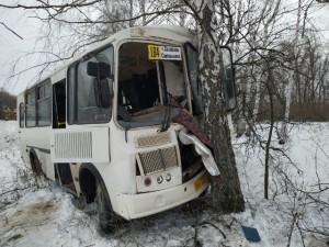 Стали известны подробности серьезного ДТП под Сызранью с улетевшим в кювет автобусом.