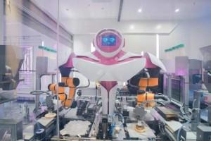 32 робота-повара оснащены искусственным интеллектом для контроля ингредиентов, веса, времени приготовления и других условий.