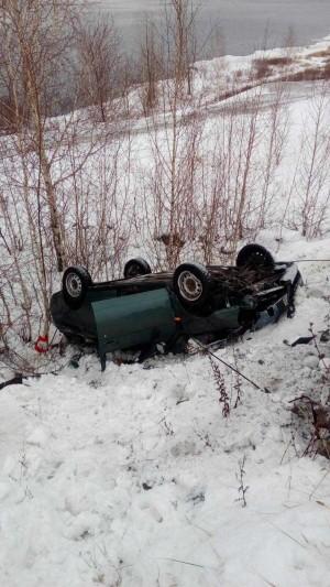 Смертельное ДТП в Самарской области: машина врезалась в столб, погибли двое