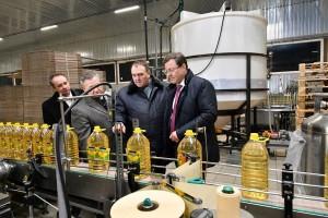 Основной вид деятельности завода – переработка семян подсолнечника, сои, рапса. В настоящее время завод производит 4000 тонн масла подсолнечника в месяц.