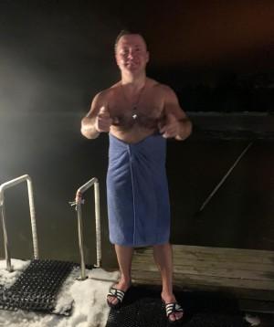 Губернатор Самарской области окунулся в воду на Крещение