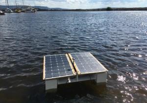 Речь идет о плавающем устройстве «Дрон-эколог», оснащенном датчиками, которые позволяют дистанционно проводить мониторинг природных водоемов и передавать данные в режиме онлайн.
