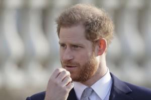 Принц пояснил, что вместе со своей женой Меган Маркл надеялся продолжать служить королеве, но без получения государственного финансирования. Это оказалось невозможным.