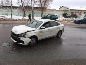 В Тольятти в ДТП пострадала автомобилистка Столкнулись две вазовские легковушки.