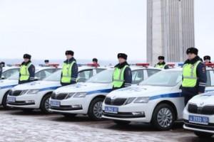 Дмитрий Азаров передал ключи от 65 новых служебных автомобилей сотрудникам полиции Самарской области