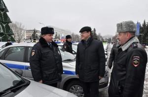 Губернатор передал ключи от 65 новых служебных автомобилей сотрудникам полиции ГУ МВД России по Самарской области.