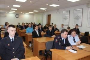 Так, подобную встречу в рамках акции для студентов провели сотрудники тольяттинской полиции и представители Общественного совета при городском Управлении.