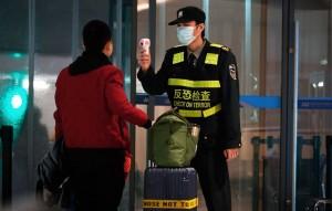 Роспотребнадзор объявил об усилении санитарно-карантинного контроля на границе, в том числе об отработке немедленной изоляции лиц с подозрением на заражение новым коронавирусом.