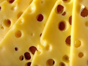 В Москве украли 20 тонн сыра, который должны были доставить в Самару для продажи.