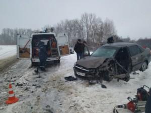 В Ставропольском районе в лоб столкнулись две Лада Гранта Потребовалась помощь спасателей.