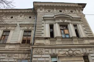 Все три здания являются объектами культурного наследия и фигурировали в аналогичном перечне, утвержденном в январе 2019 года.