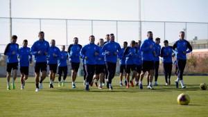 Утром футболисты провели восстановительную тренировку, затем команда вылетела в Россию.