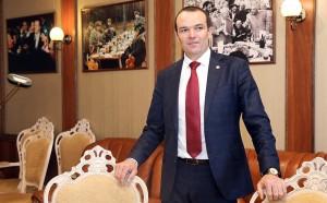 Глава Чувашии Михаил Игнатьев вынудил офицера МЧС прыгать за ключами от пожарной машины, после чего подвергся критике.