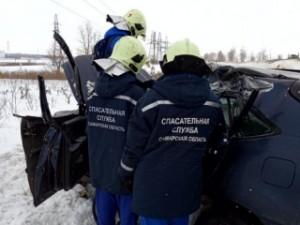 В Кинельском районе столкнулись Лексус и КАМАЗ, погиб водитель иномарки