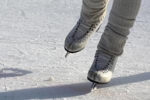 Аномальная погода заставляет самарцев продавать зимний спортинвентарь
