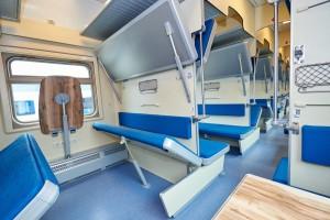 Все пассажирские поезда внутри обрабатываются дезинфицирующими средствами.